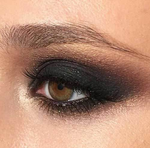 Koyu Gri Buğulu Göz Makyajı-13